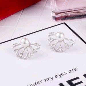 🏈 3/$15 | Lotus Flower With Earrings